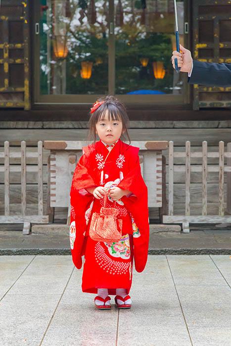 神社に出張撮影した三歳の女の子の七五三写真