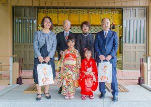 藤沢市の白幡神社に出張撮影した七五三記念日の家族集合写真