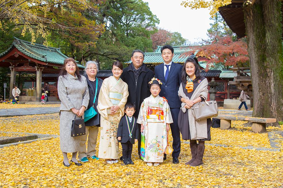 根津神社での家族の集合写真