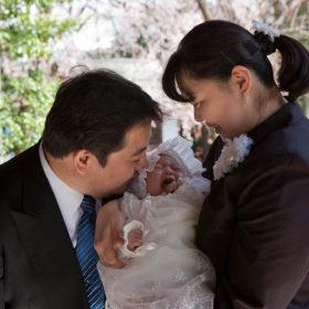 神社で大泣きする赤ちゃん