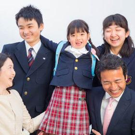 家族揃っての入学記念写真