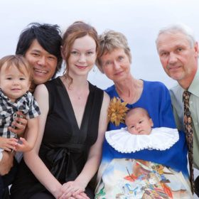 お宮参り記念日の家族写真