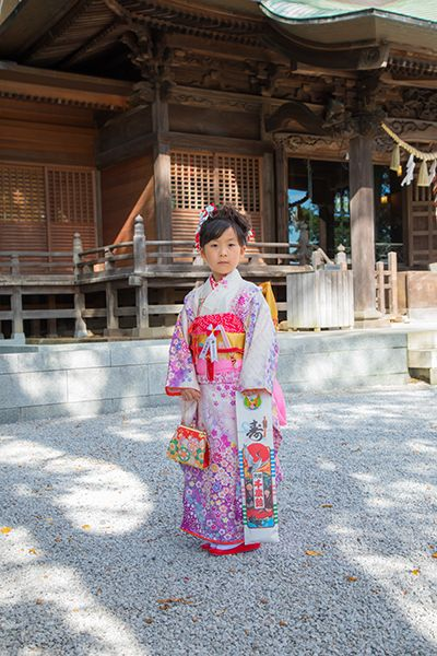 師岡熊野神社の境内で撮影した七五三記念日の女の子