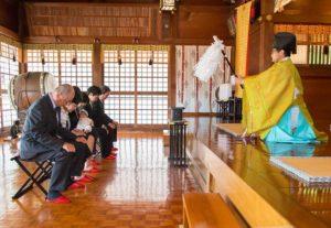 川崎市宮前区の白幡八幡大神でのお宮参りのご祈祷の様子